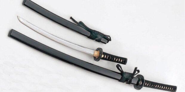 Irre Attacke mit Samurai-Schwert