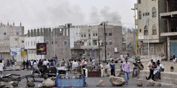 Schüsse und Explosionen in Sanaa