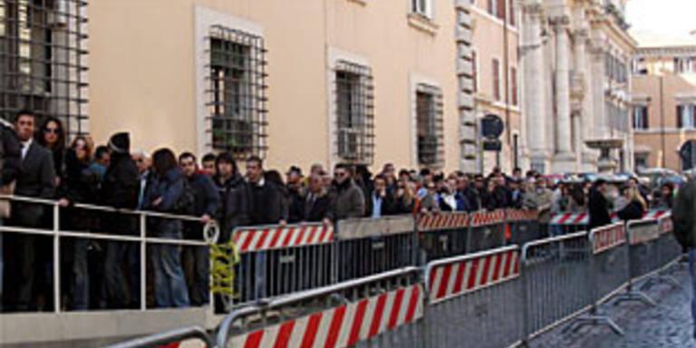 Tausende bei Begräbnis des erschossenen Tifoso