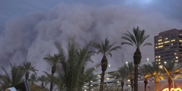 Mega-Sandsturm fegt über Phoenix