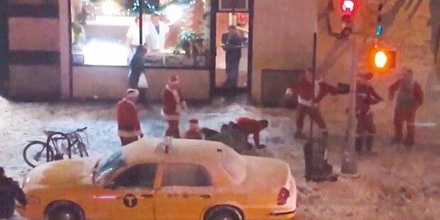 Prügelnde Weihnachts- Männer legen Verkehr lahm