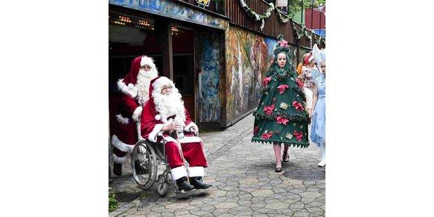 Weihnachtsmänner in Sommerlaune