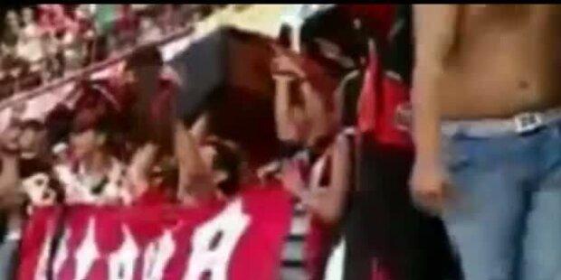 Fans kamen mit Totensarg