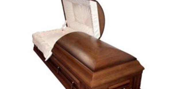 Mann musste Ehefrau zweimal begraben