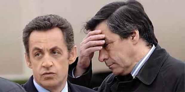 Sarkozy bildet seine Regierung um
