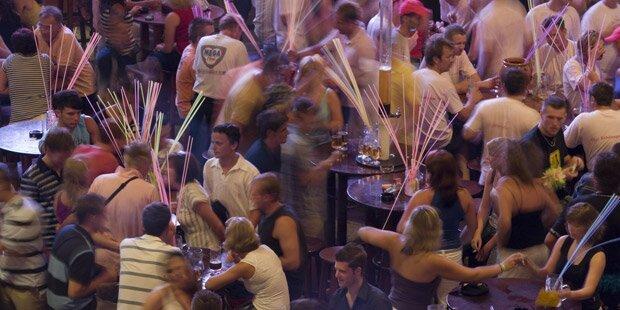 Alkohol-Verbot in Ferienfliegern gefordert