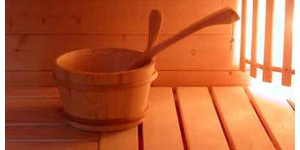 Räuber kettet Geisel in der Sauna an