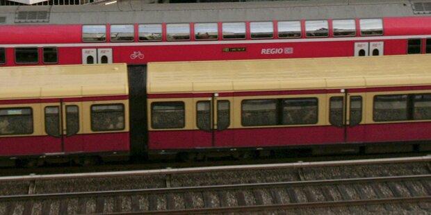 Baby fiel unter S-Bahn: Nur Schürfwunde