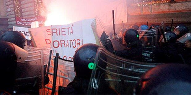 Gewaltsame Proteste vor Scala-Premiere