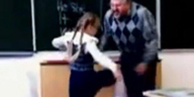 Kleine Schülerin haut Lehrer um