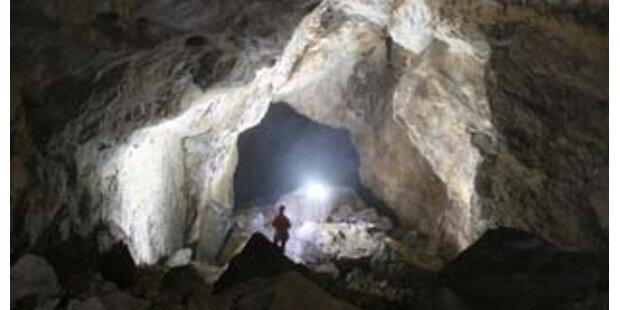 Höhlenforscher konnte verletzt geborgen werden