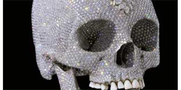Totenschädel mit Diamanten für 75 Mio Euro