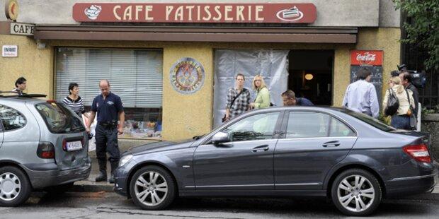 Wien: Auto fährt in Schanigarten