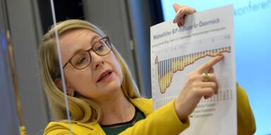 Schramböck fordert Vorverlegung der Sperrstunde in Wien