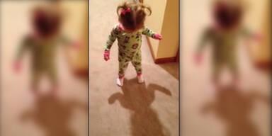 Baby will eigenen Schatten loswerden!
