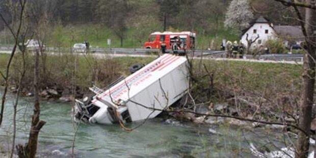Lkw-Fahrer vor dem Ertrinken gerettet