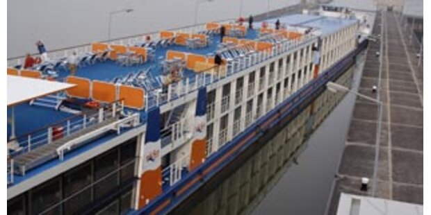 Luxusschiff rammte Staumauer auf Donau