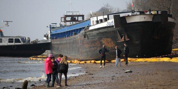 Schiff in Hamburg fast gesunken