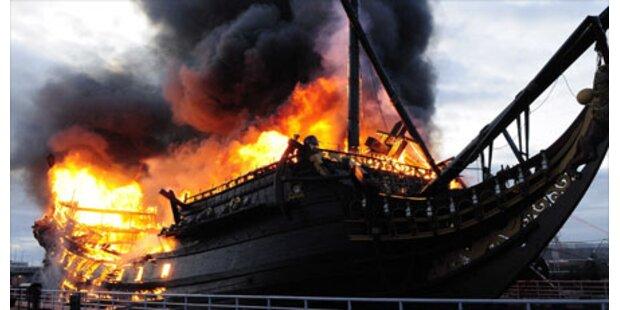 Holländisches Museumsschiff abgefackelt