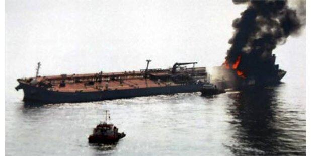 Öltanker bei Malaysien in Flammen