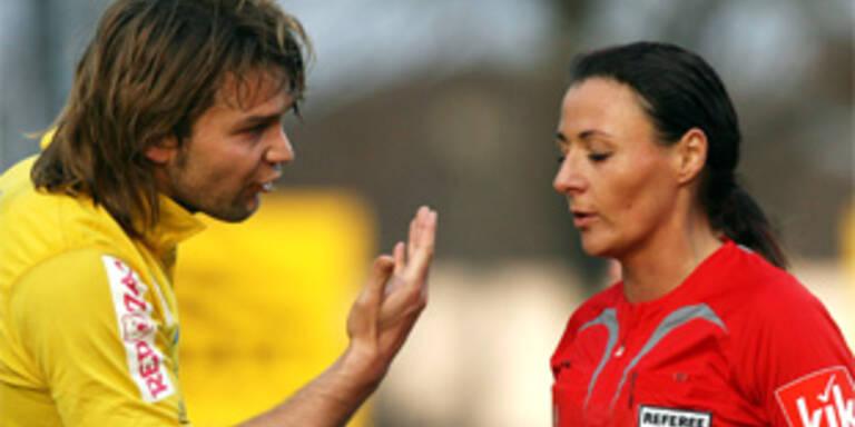 Manuel Rödl (Lustenau) und Schiedsrichterin Tanja Schett