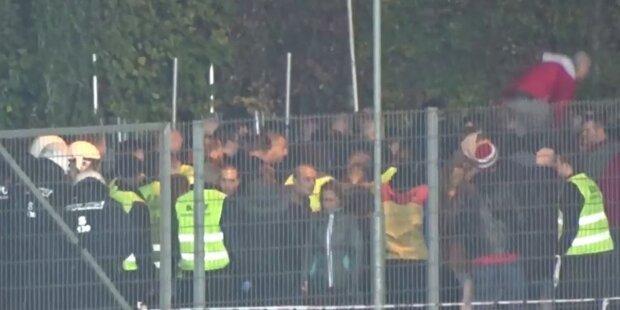 Hooligans liefern sich brutale Schlägerei in NÖ