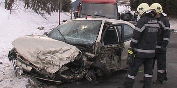 Crash mit vier Autos - vier Verletzte