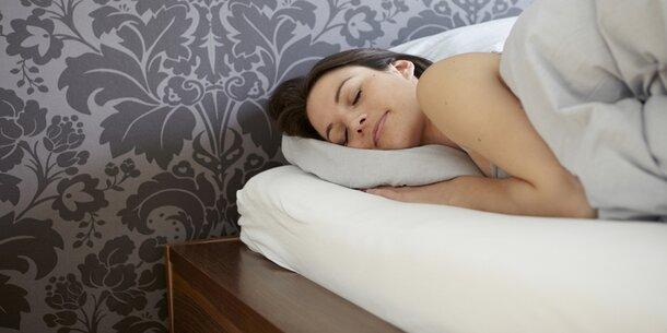 darum ist rechts schlafen ungesund. Black Bedroom Furniture Sets. Home Design Ideas
