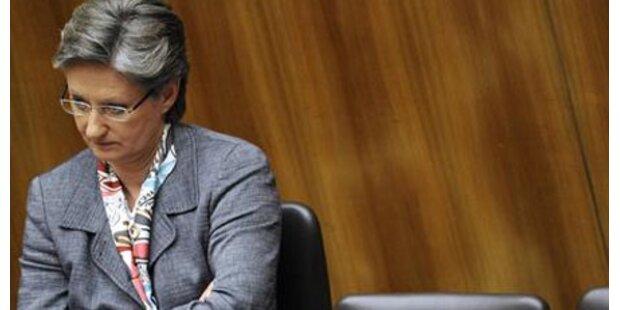 Schmied schickt 60.000 Lehrer in Pension