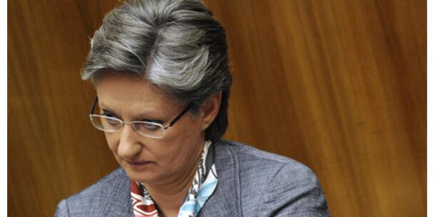 Ministerin Schmied im schiefen Licht
