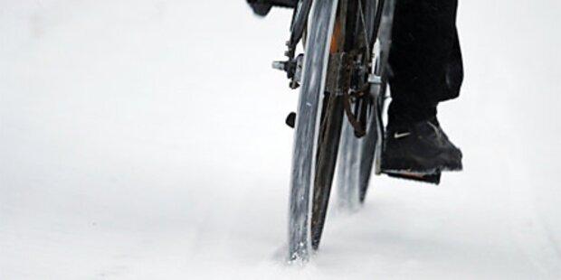 Spur im Schnee führt zu Räuber