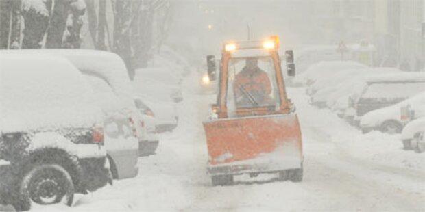 Schnee sorgt für Sperren und Unfälle