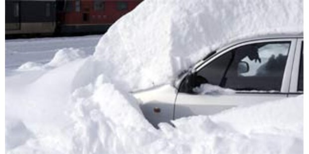 Schneechaos verursacht Unfälle in ganz Europa