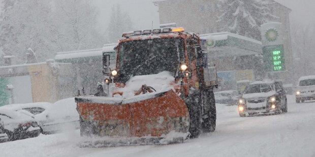Unfall-Chaos durch Schnee-Hammer