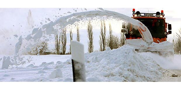 Schnee legt Österreichs Verkehr lahm