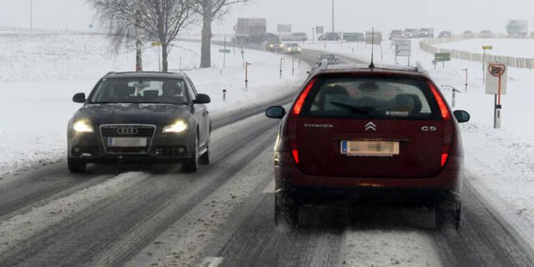 Tipps fürs Fahren auf Schneefahrbahnen