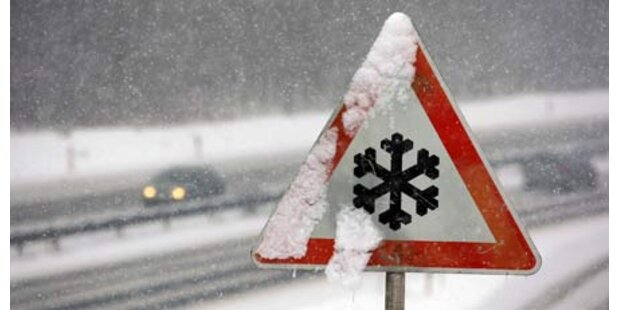 Wintereinbruch: Zwei Schwerverletzte