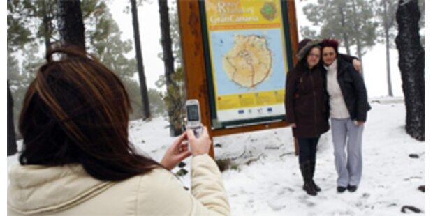 Menschen auf Gran Canaria staunen über Schneefälle