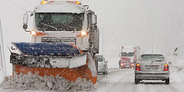 Schneechaos auf deutschen Straßen