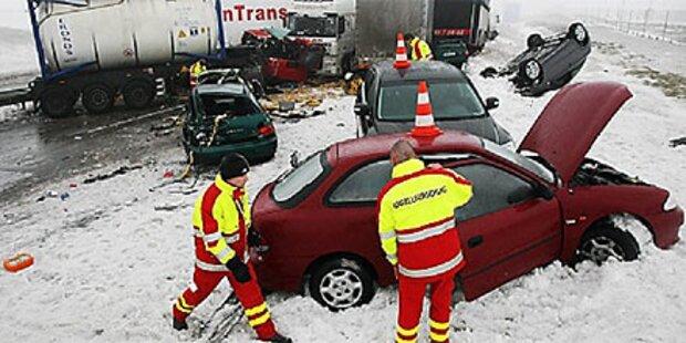 Drei Verletzte bei Unfällen mit Alkolenkern