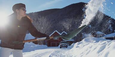 Beim Schneeschaufeln purzeln die Kilos