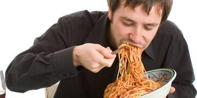 Diese 5 Gefahren drohen Ihnen, wenn Sie zu schnell essen