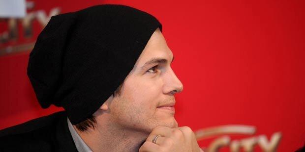 Kutcher-Geliebte: Telefonat trotz Skandal?