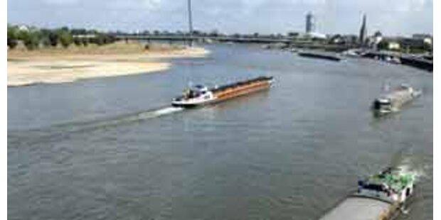 Österreichischer Schiffsverband auf Donau in Bayern havariert