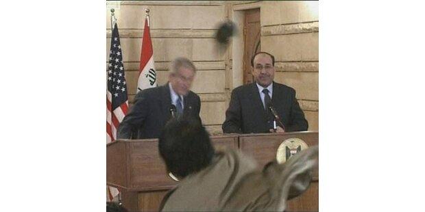 Irakischer Reporter bewarf Bush mit Schuhen