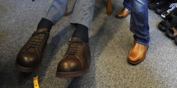 Schuhe für die größten Füße der Welt