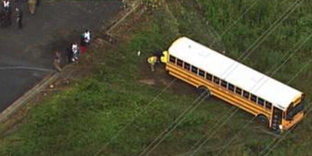 Halbnackter entführt Schulbus