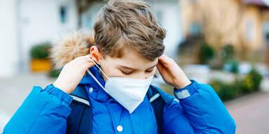 Schüler mit FFP2-Maske