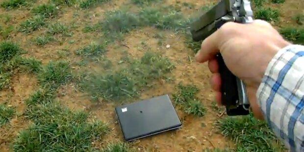 Wegen Facebook: Vater zerschießt Laptop