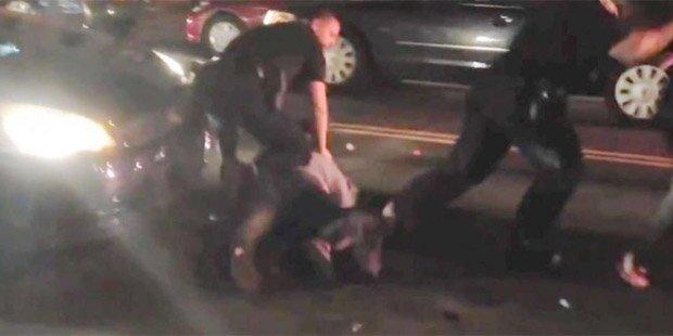 Polizisten verprügeln Schwangere